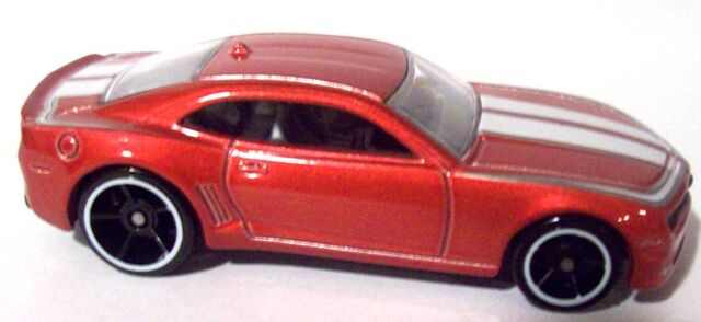 File:'10 Camaro HW Garage.jpg