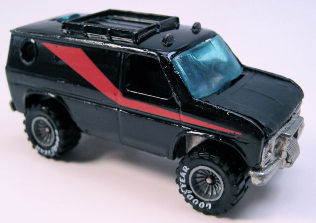 File:Baja breaker black, red stripe, real riders, metal MAL base.JPG