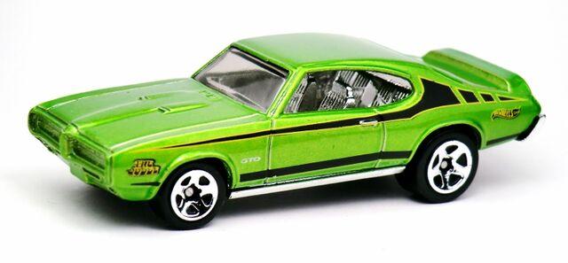 File:'69 Pontiac GTO-2013 5-Pack.jpg