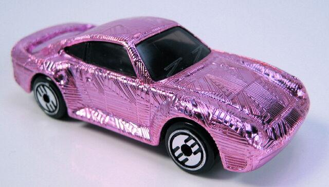 File:Porsche 959 gleam team pink uh.JPG