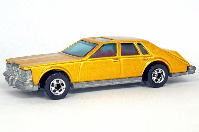 File:Gold Cadillac Seville - 5633cf.jpg