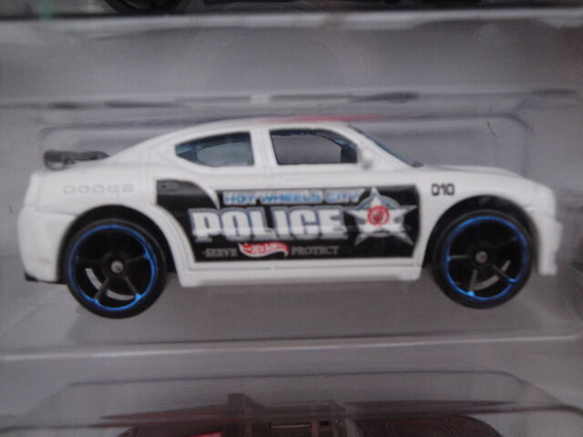 File:HW 2012 10 pack Dodge Charger SRT8.JPG