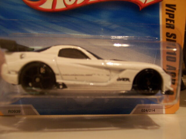 File:Dodge Viper silver tampo on door and sill.jpg