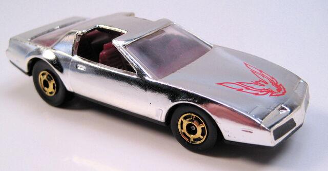 File:80s Firebird chrome maroon int clear glass GHO wheels HK base.JPG