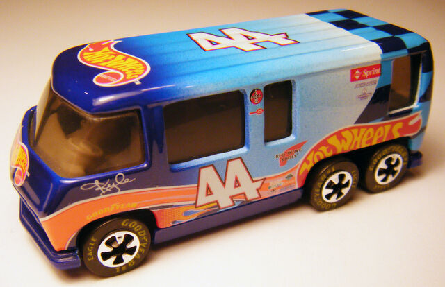 File:GMC Motor Home - 00 HW Racing.jpg