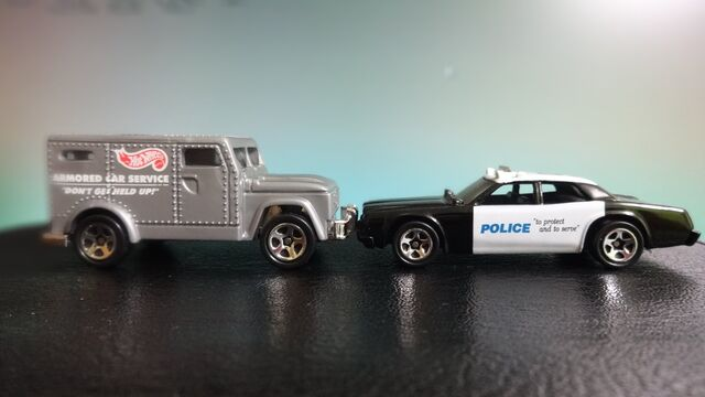 File:Hot Wheels Police Force Action Pack Police Car & Armored Truck.jpg