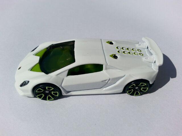File:Lamborghini Sesto Elemento side.jpg