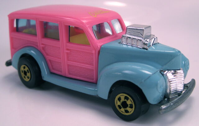 File:40s woodie turquoise body pink upper body yellow BW cal custom 1990.JPG