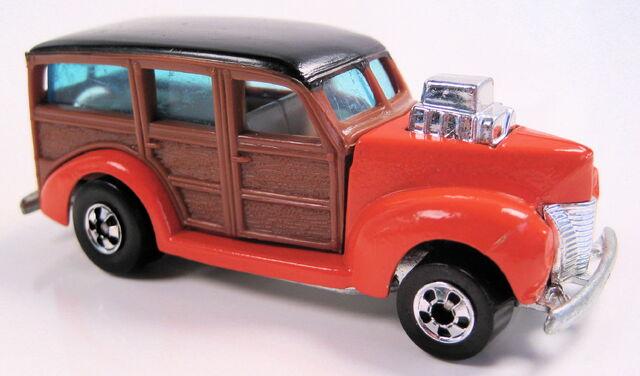 File:'40s woody orange woodgrain hi-raker BW.JPG