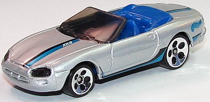 File:Jaguar XK8 Silv.JPG