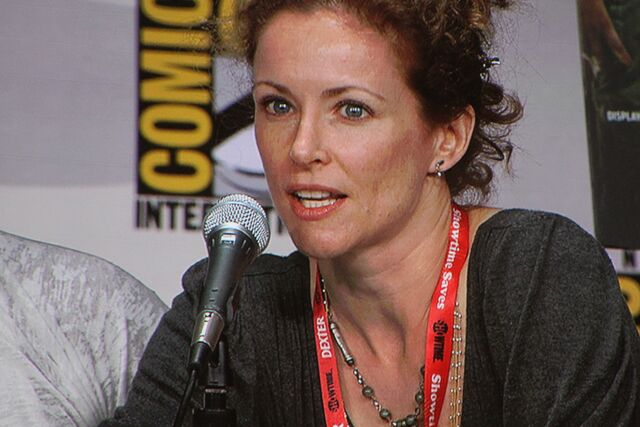 File:Leslie Hope at Comic-Con 2011.jpg