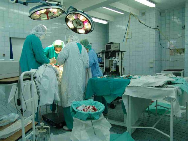 File:Operating theatre.jpg