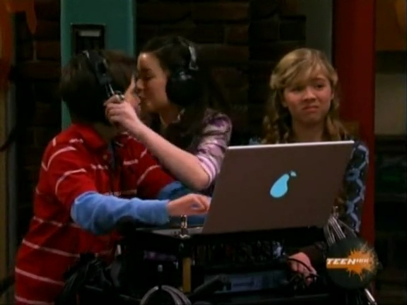File:ICarly.S01E04.iLike.Jake.avi.flv 001254953.jpg