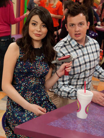 File:Icarly-ibattle-chip-145.jpg