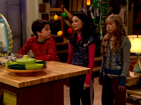 File:ICarly.S01E01.iPilot.HR.DVDRiP.XviD-LaR.avi 000855083.jpg
