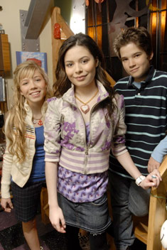 File:Mainimage icarlycast3.jpg