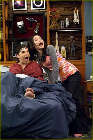 File:Icarly-saved-life-stills-01.jpg