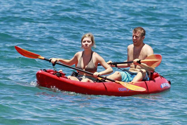 File:Jennette McCurdy Hawaiian Vacation 28829.jpg