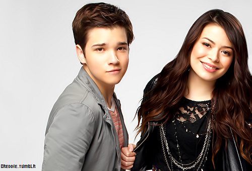 File:Icarly-s4-36HR.png