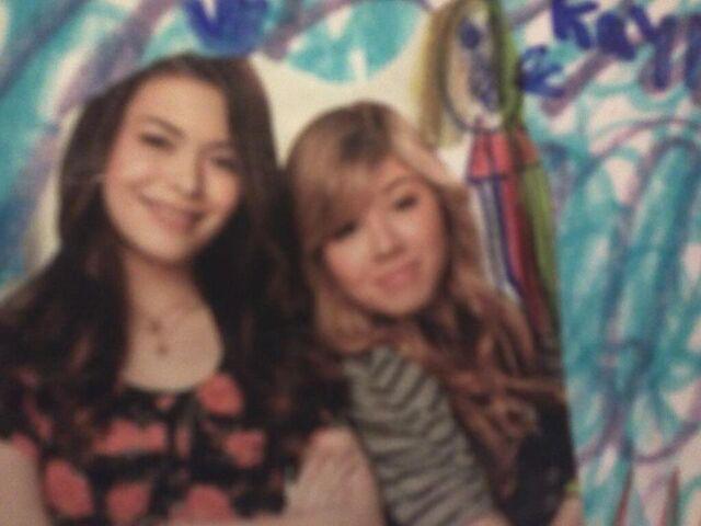 File:3 iCarly girls.jpg