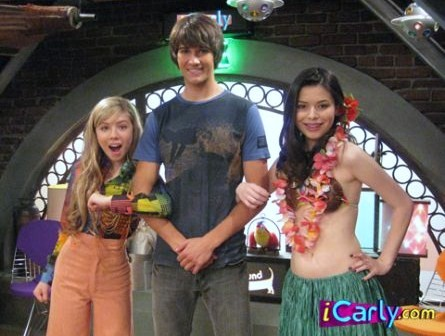 File:James Maslow with Jennette McCurdy Miranda Cosgrove.jpg