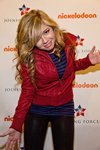 File:Jennette+McCurdy+iCarly+Visits+Naval+Submarine+Pt7HdhC9ldil.jpg