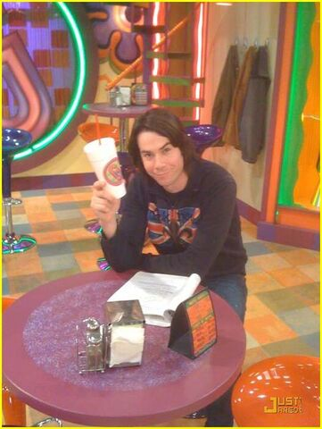File:Icarly-behind-the-scenes-07.jpg