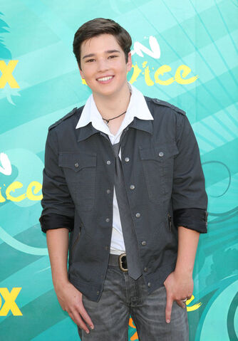 File:2009+Teen+Choice+Awards+Arrivals+vqAPMX9ZZH2l.jpg