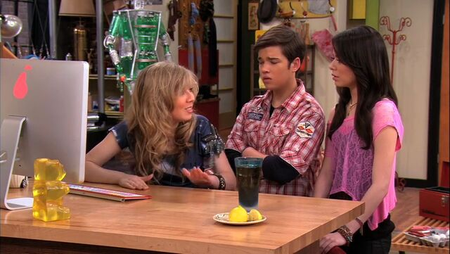 File:ICarly.S04E09.iPity.the.Nevel-HD.480p.WEB-DL.x264-mSD.mkv 000142642.jpg