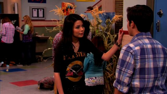 File:ICarly.S04E10.iOMG-HD.480p.Web-DL.x264-mSD.mkv 000963575.jpg