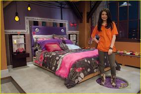 File:284px-Miranda-cosgrove-icarly-hot-room-15.jpg