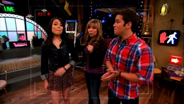 File:ICarly.S05E10.iToe.Fat.Cakes.480p.WEB-DL.x264-mSD.mkv 000113071.jpg