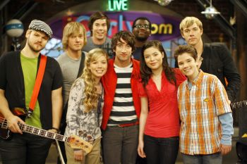 File:ICarly crew with Plain White T's.jpg