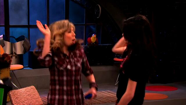 File:ICarly.S04E10.iOMG-HD.480p.Web-DL.x264-mSD.mkv 000272614.jpg