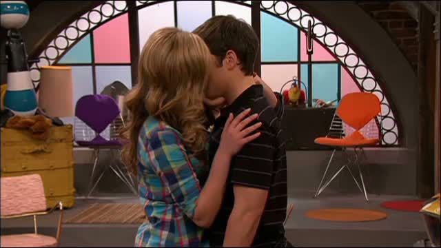 File:Star intense kiss.jpg