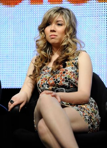 File:Jennette McCurdy, close-up, legs 2gy0sua.jpg