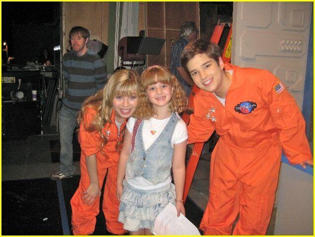 File:Jennette, Piper, Nathan.jpg
