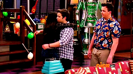 File:ICarly.S07E07.iGoodbye.480p.HDTV.x264 -Finale Episode-.mp4 002400688-005.jpg