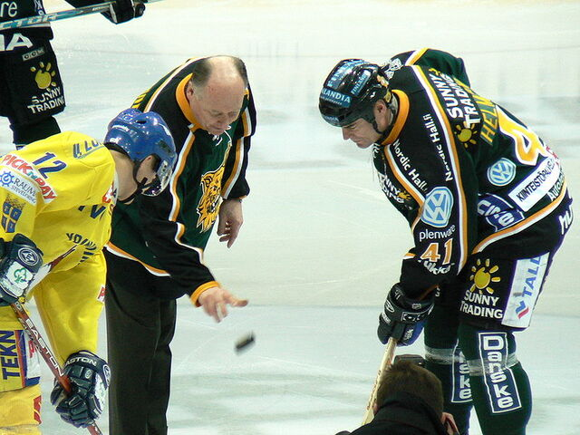 File:Oksanen drops the puck.jpg