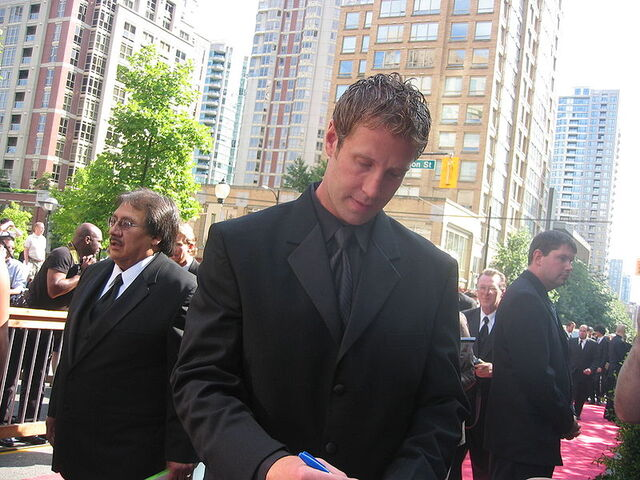File:Joethornton 2006nhlawards.jpg