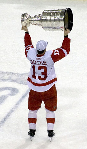 File:Pavel Datsyuk with Stanley Cup.jpg