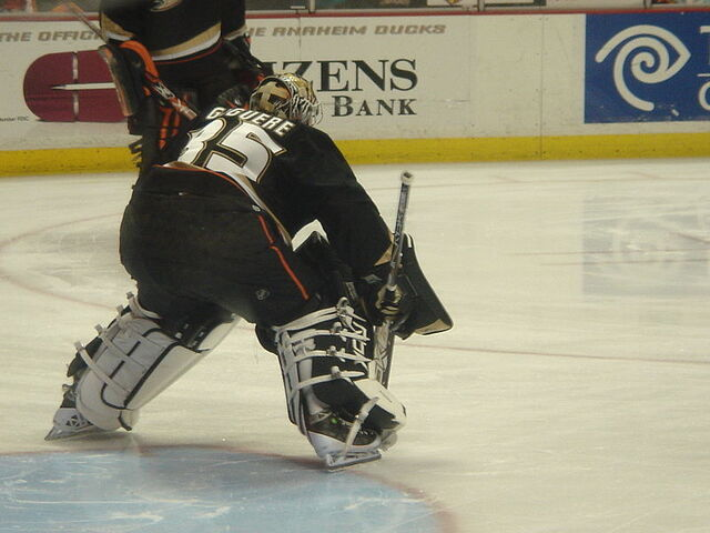 File:Giguere-stance2.jpg
