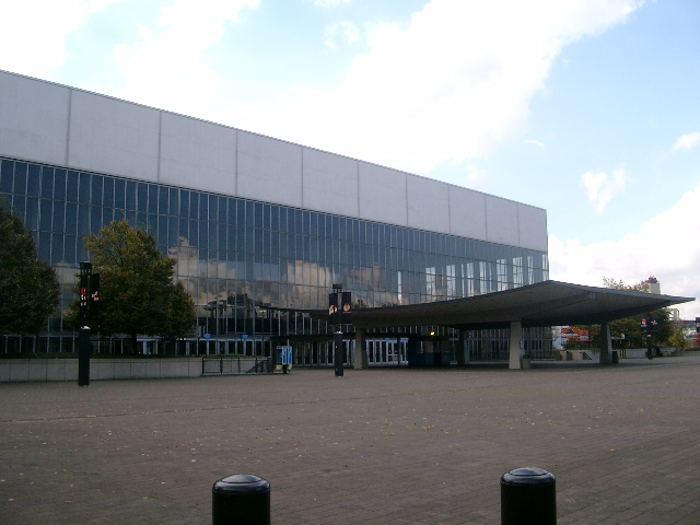 File:Portland Memorial Coliseum - Portland Oregon.jpg