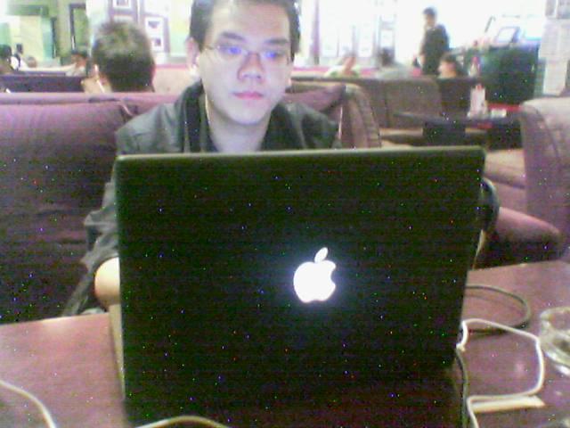 Berkas:Macbook.jpg