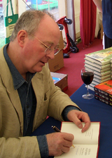 File:160px-Philip Pullman 2005-04-16.png