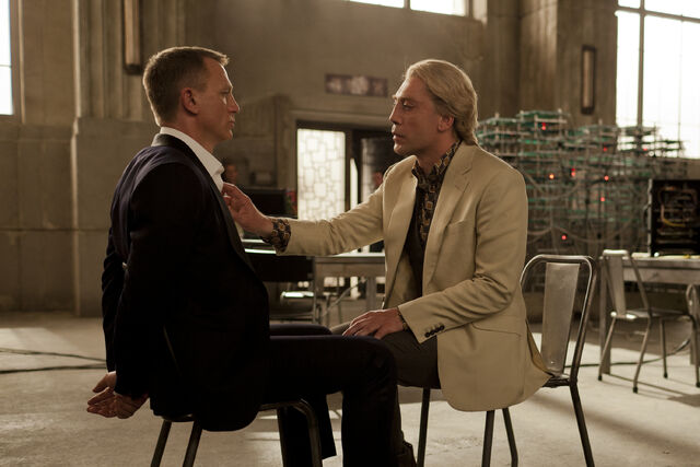 File:James-bond-daniel-craig-and-silva-javier-bardem-in-skyfall.jpg