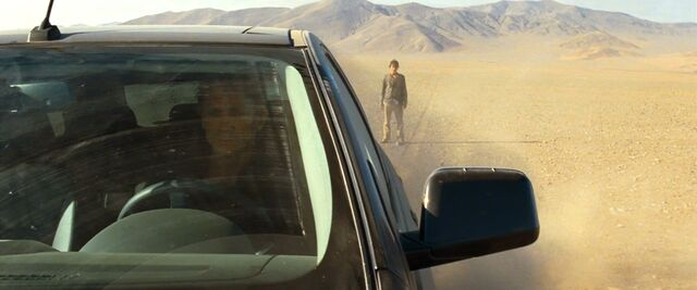 File:Quantum of Solace - Greene abandoned in the desert.jpg