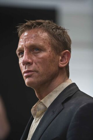File:Quantum of Solace - Bond 8.jpg
