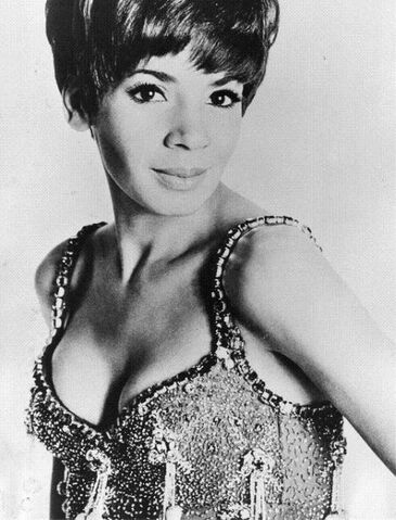 File:Shirley Bassey wallthe.jpg