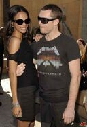 Zoe-saldana-sam-worthington-2009-12-18-17-40-17